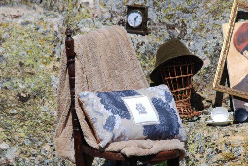 tienda Belinda Carasucia diseño taurino comercio electrónico cojines cojín baguette hombreras negras y alamar BG047 foto alternativa