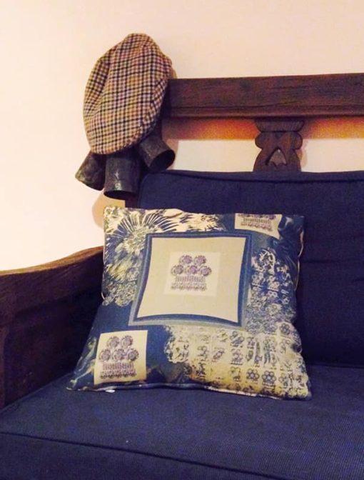 tienda Belinda Carasucia diseño taurino comercio electrónico cojines cojín cuadrado alamar ocre y oscuro CU-ES04 foto alternativa
