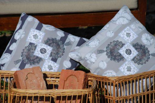 tienda Belinda Carasucia diseño taurino comercio electrónico cojines cojín cuadrado hombreras rayas marrón y tostado CU034 foto alternativa