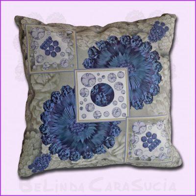 tienda Belinda Carasucia diseño taurino comercio electrónico cojines cojín cuadrado hombreras gris y azul CU031