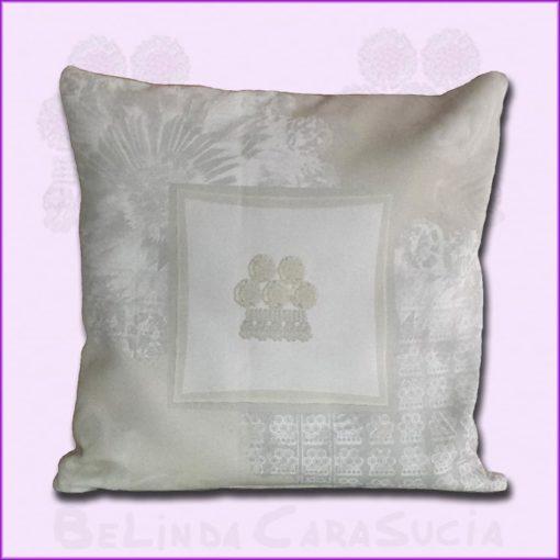 tienda Belinda Carasucia diseño taurino comercio electrónico cojines cojín cuadrado alamar blanco roto CU-ES01